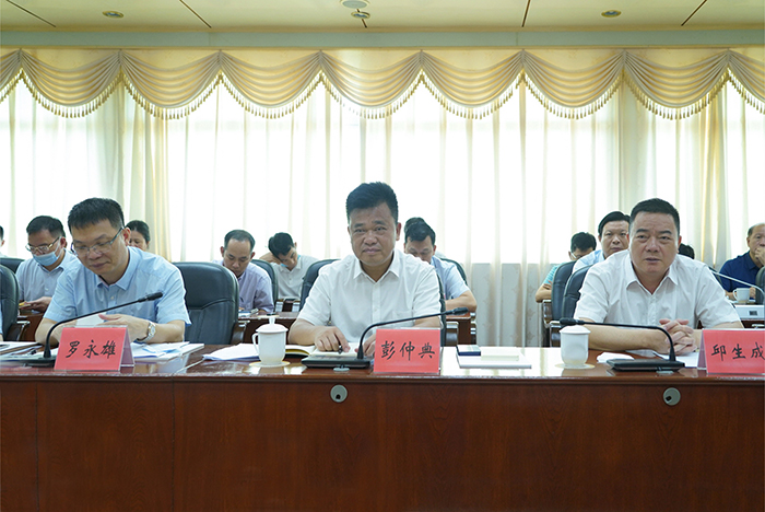 18日上午,同罗定市委书记彭仲典,市委副书记、市长罗永雄举行会谈3.jpg