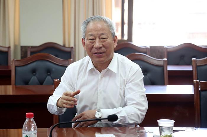 会谈1 院长与朱华雄、吴群忠 特写.jpg