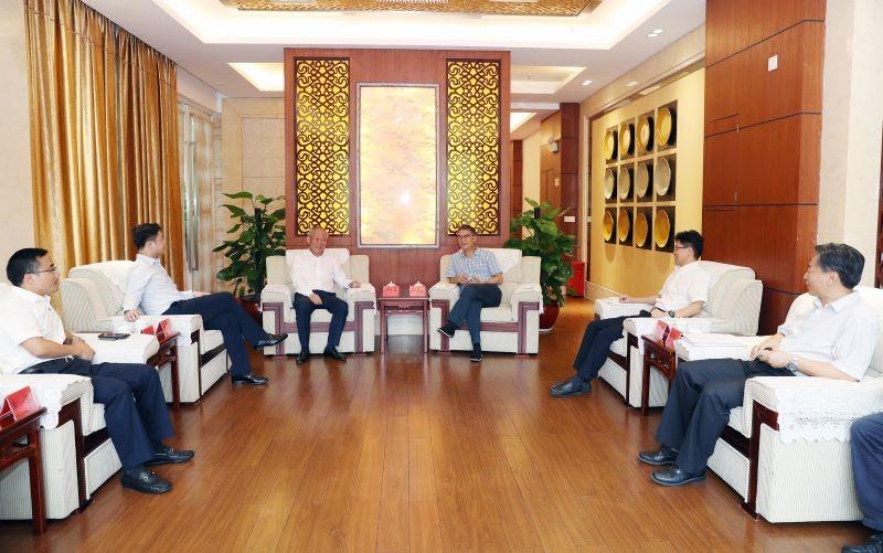 0807严介和理事长与云浮市委书记黄汉标、市长王胜举行会谈2.jpg