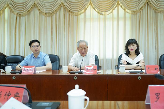 18日上午,同罗定市委书记彭仲典,市委副书记、市长罗永雄举行会谈2.jpg