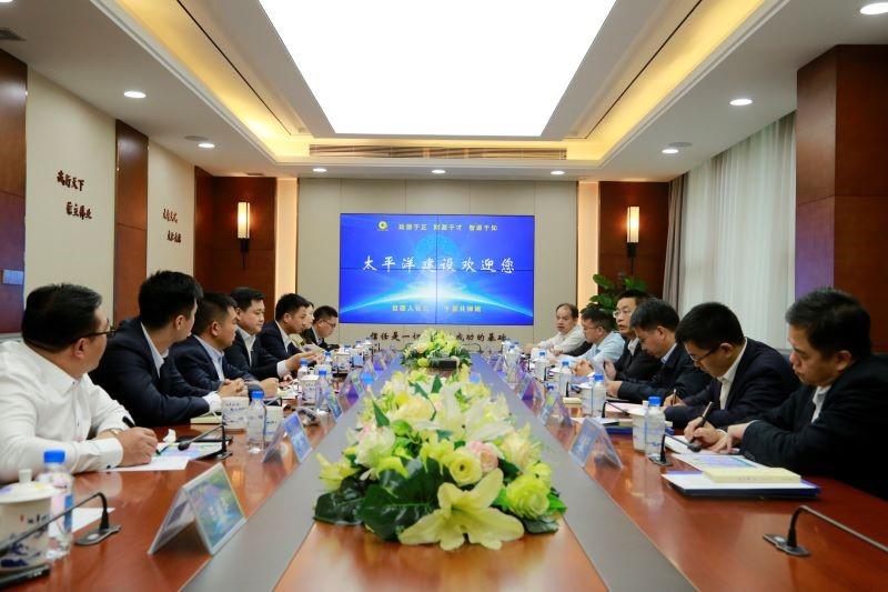 昊主席和防城港市市长会谈的照片_20201127183403.jpg