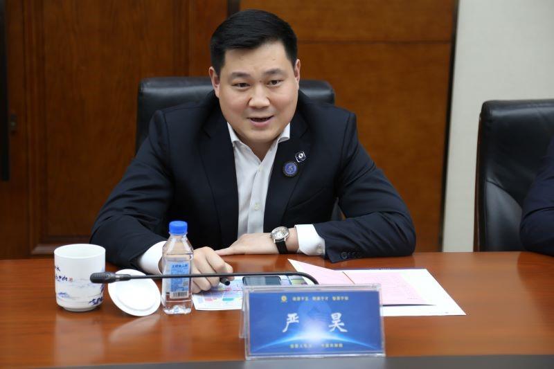 昊主席和防城港市市长会谈的照片_20201127183428.jpg