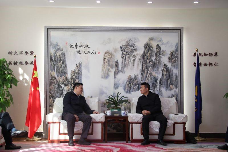 严昊主席和高新区管委会主任石文会谈_20201223123020.jpg