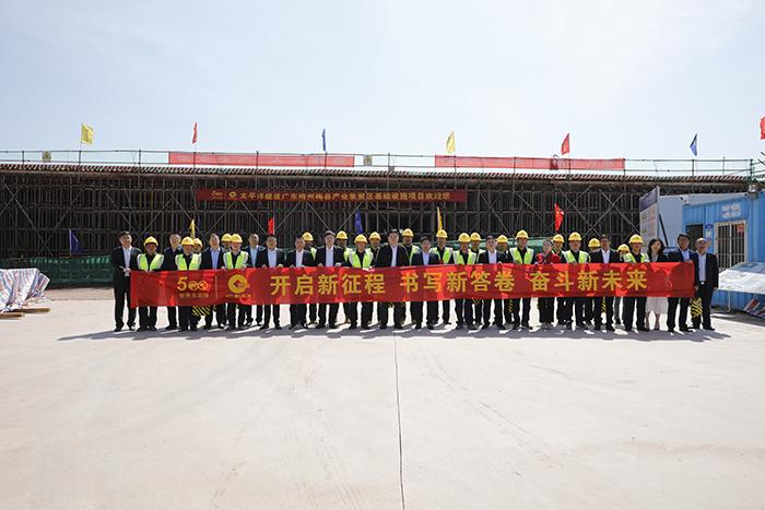 严昊主席来到梅州市梅县产业集聚区基础设施项目慰问.jpg