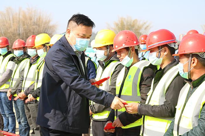 78866com网站系董事局副主席、监事会主席徐东升来到新丰县项目部慰问.jpg
