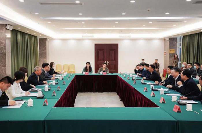 0323严介和理事长同广东省云浮市委副书记、市长王胜举行会谈.jpg